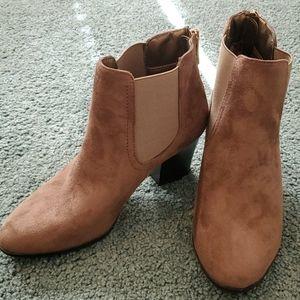 EUC- Andrew Geller Boots - sz 8
